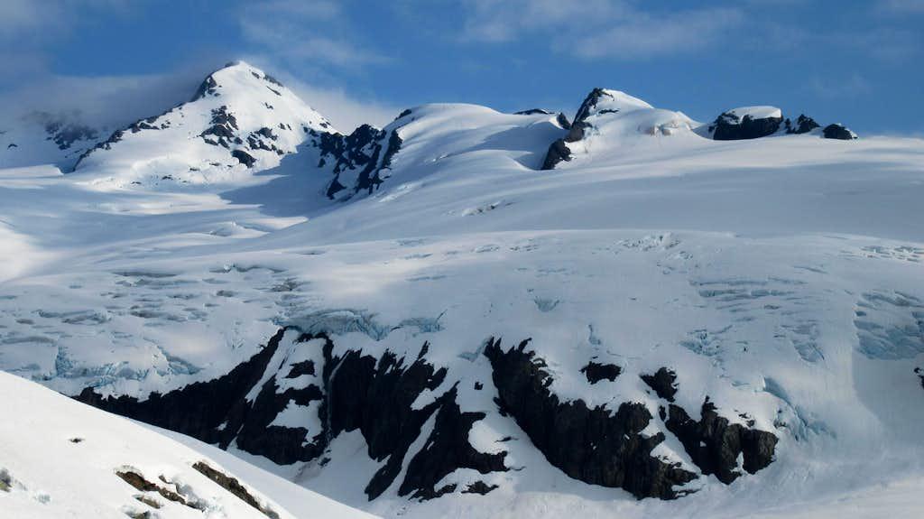 Unnamed big mountains south of Jatt Peak