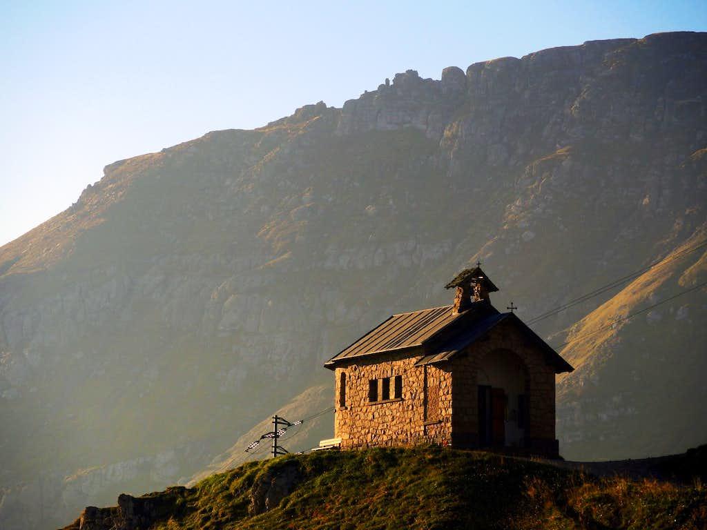 Little chapel at start of Sass Becè approach