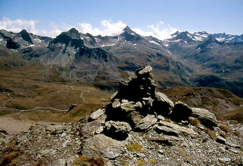 Southwards view from Col des Invergneux  <br>of the  facing Gran Paradiso Group valleys