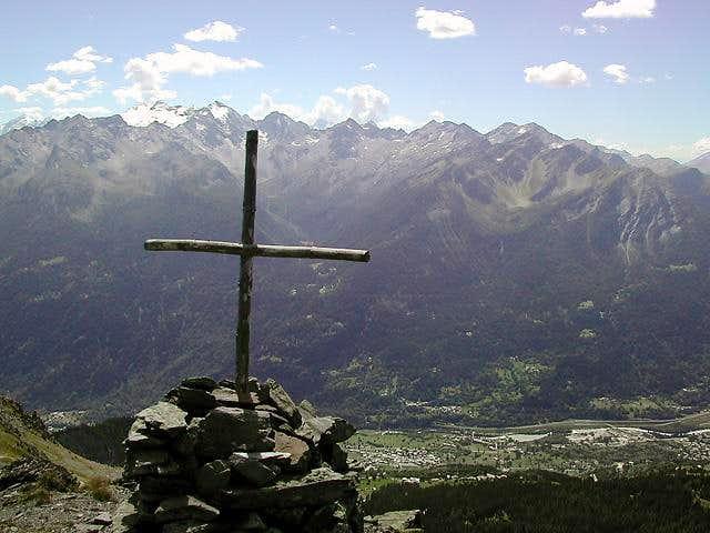 Southwards backlit shot from the cross near Punta Fetita summit