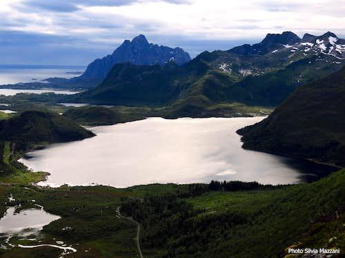 Stor Kongsvatnet and Vagakallen seen from Kongstinden