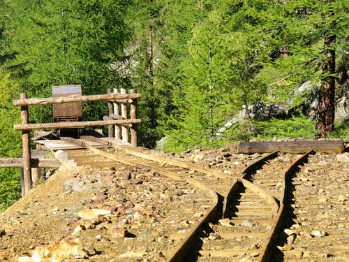Area/ b (paths) Servette rails to the cable car 2015