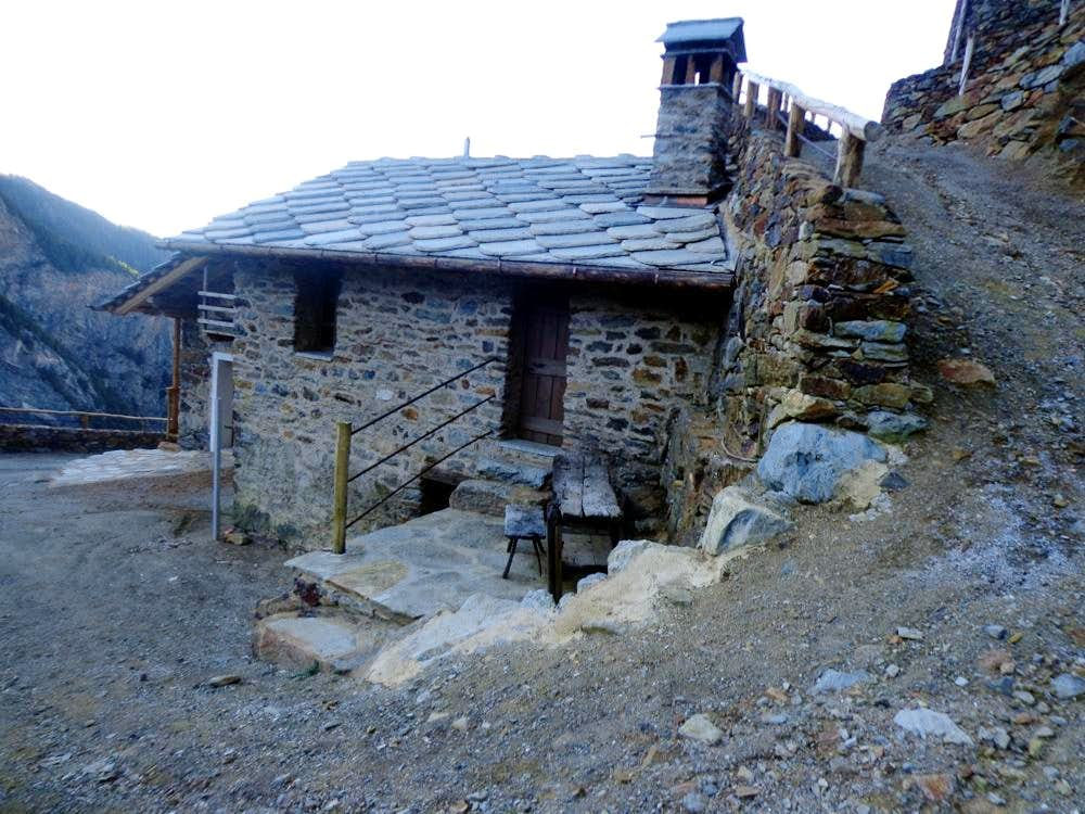 Area/ b (paths) Old Miners table & new House 2015
