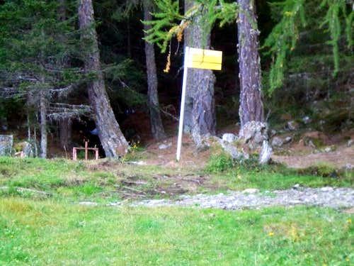 Area/ b (paths) Third entrance towards Servette 2015