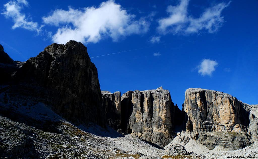 Vallon panorama: Sasso del Rifugio, Sasso delle Nove, Sasso delle Dieci and Piz da Lec