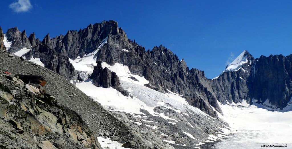 Refuge d'Argentiere and surrounding