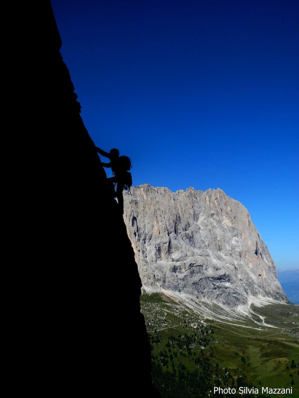 Exposed climb on Kasnapoff (II Torre del Sella), facing Sassolungo