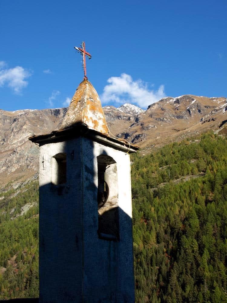 Bonne Chapel below Becca des 4 Dents & Feluma 2015