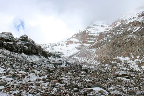 Looking up the draw to the headwall of the Jamapa Glacier