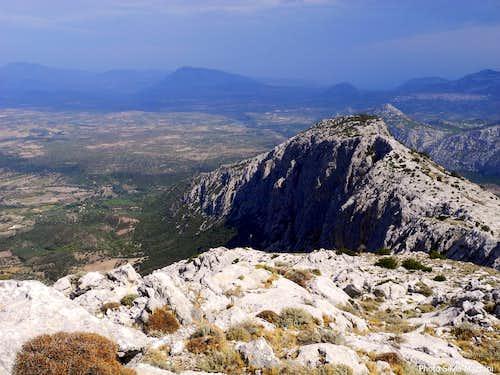 Bruncu Nieddu and Oliena plain seen from Cusidore
