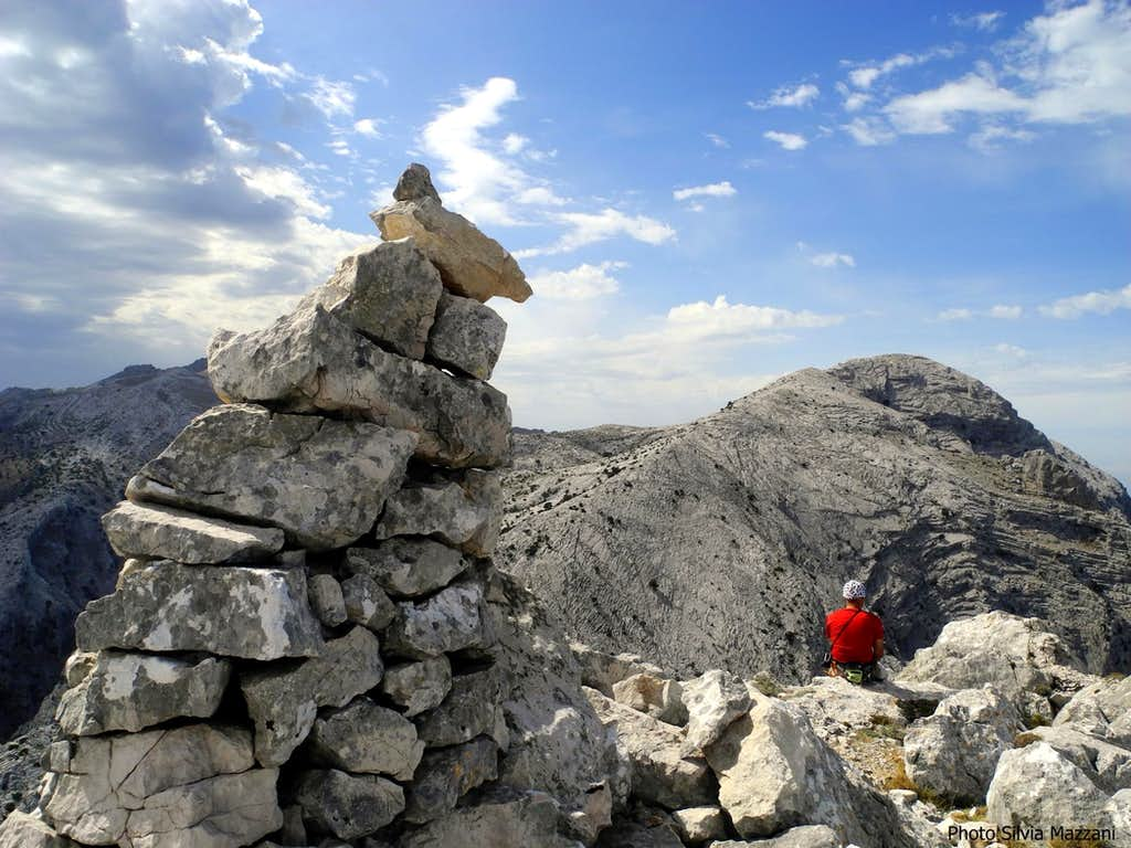 Admiring Supramonte karst landscape from Cusidore summit