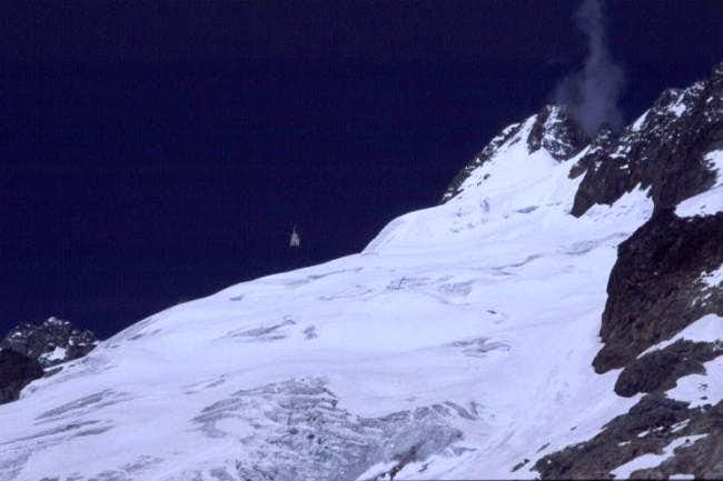 A helicopter rescue on Mont...