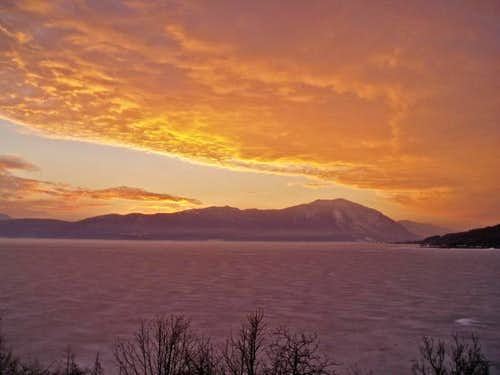 frozen lake & kamesnica