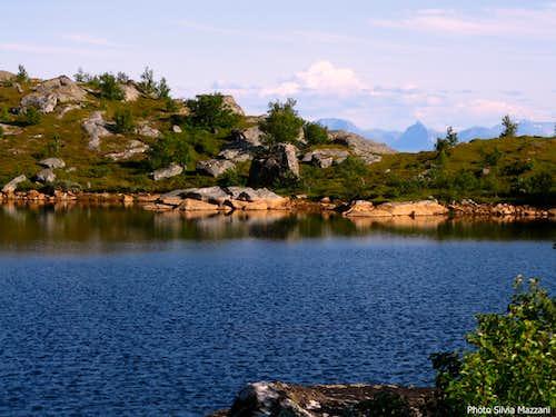 Heiavatnet, the tiny lake below Festvågtinden
