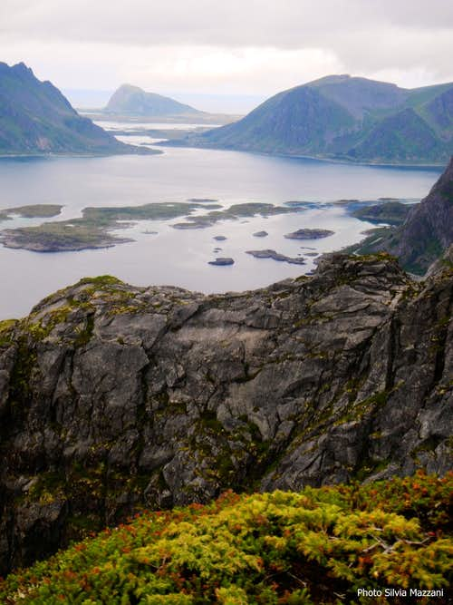 Gymsoya and Hoven seen from Festvågtinden