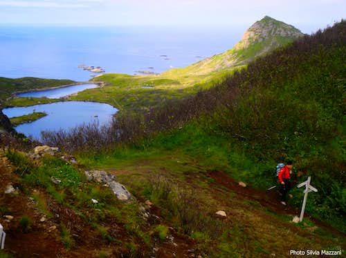 Dronningruta, starting the descent towards the coast trail to Stø