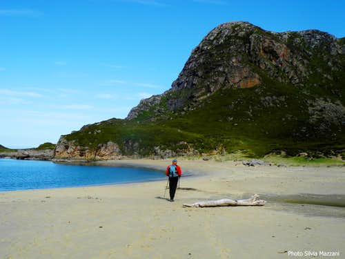 Crossing the superb sandy beach of Skipssanden