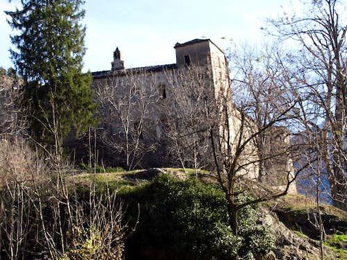 around four ... Villair of 1180 or 1185 Castle 2015