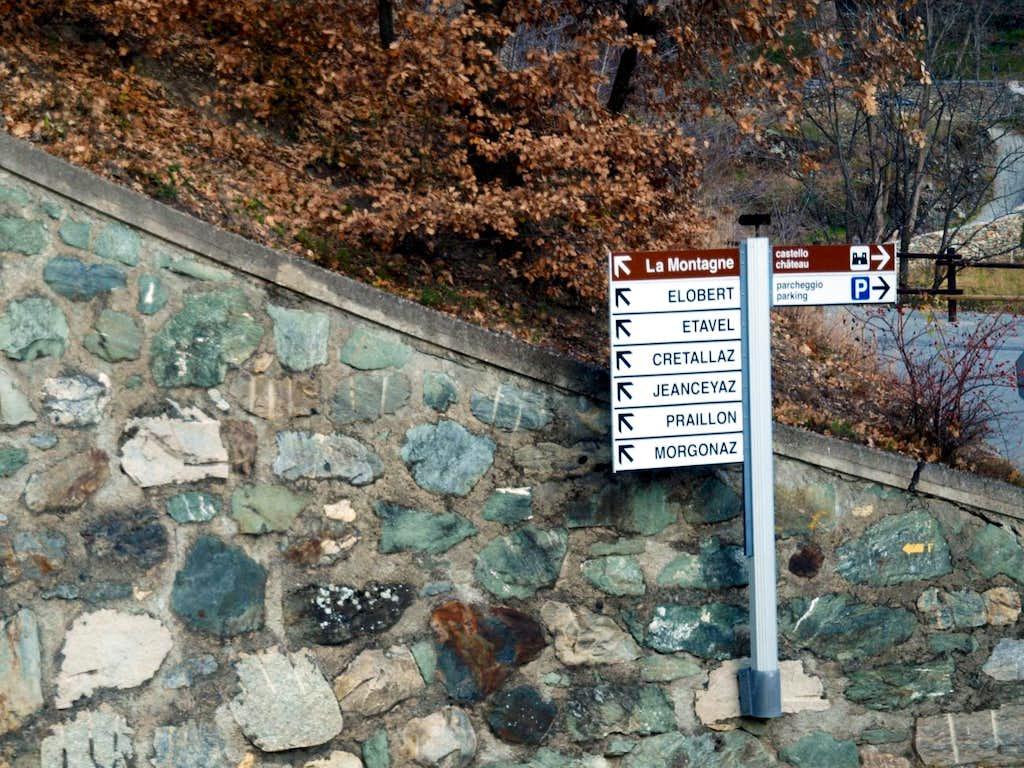 From Villair Castle towards Senevé below villages 2015
