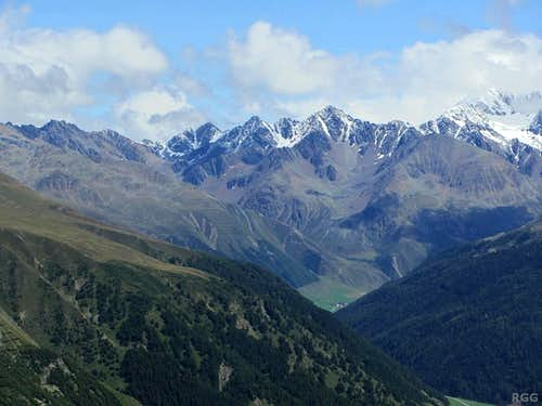 Zooming in on some of the southwestern border peaks of the Ötztal Alps
