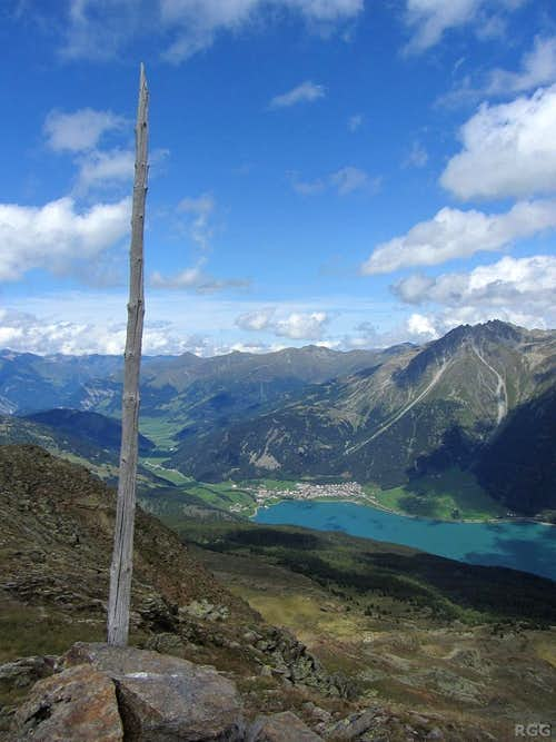 Zehner summit view to the north, with the Reschensee and the village of Reschen