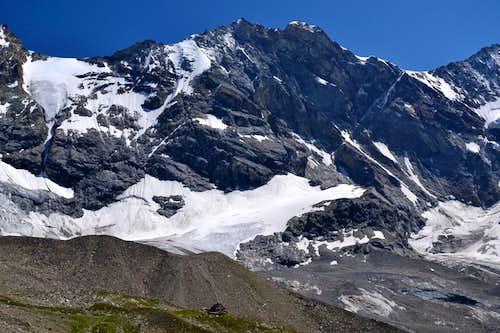 Schalihorn (3975 m) and the Arpitettaz hut
