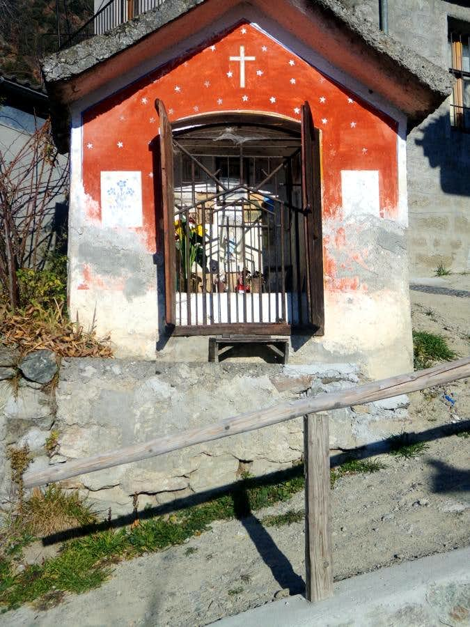 Unn ... Old & tiny Chapel entering in Cérisolaz 2015