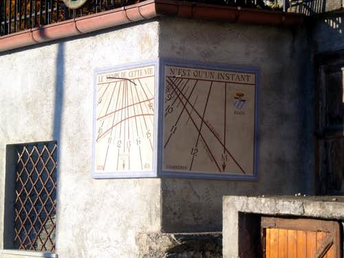 Unnamed Vallon Old sundial in Cretallaz Village 2015