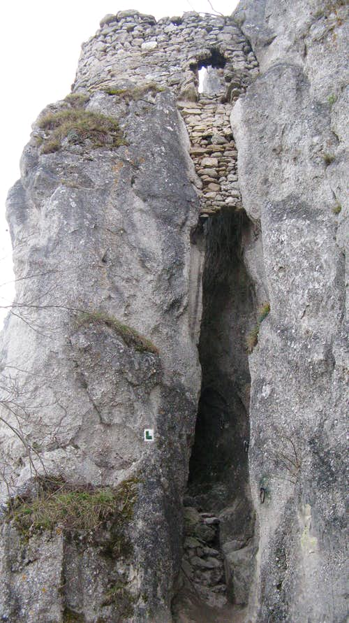 Súlov Castle (660 m)