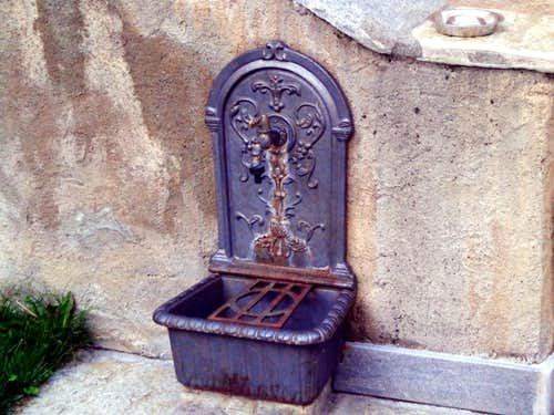 Cogne ... An old fountain neighboring downtown 2015