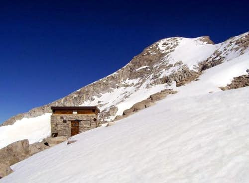 Bivacco Orobica and summit of Presanella