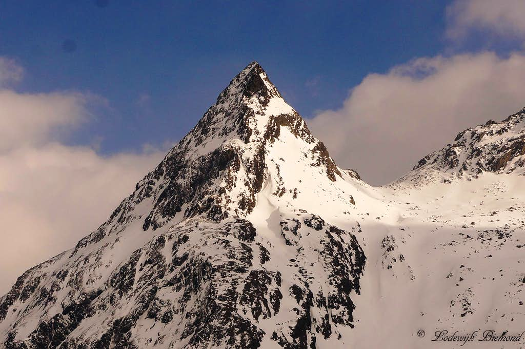 Close-up of Gorfenspitze (2558 m);