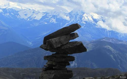 Cairn on the Elferspitz summit against the backdrop of the glaciated peaks of the Ortler group