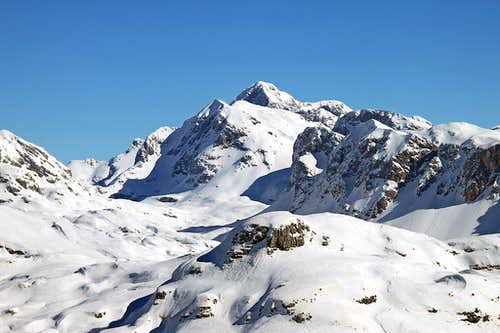 Skiing from Kanjavec to the Valley of Triglav Lakes