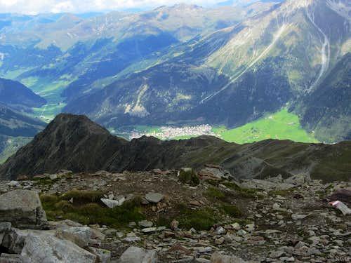 Elferspitz summit view down to the Zehnerkopf