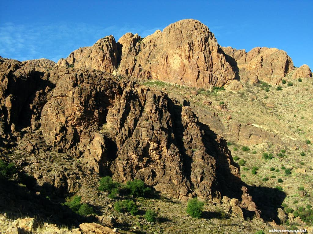 Sidi M'Zal climbing area: Twin Crags in foreground and Greek Buttress behind