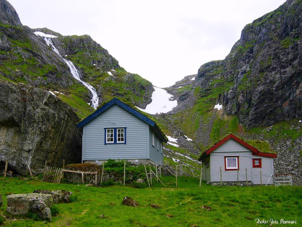 Eggjenibba, Gosemyrstøylen small cabins