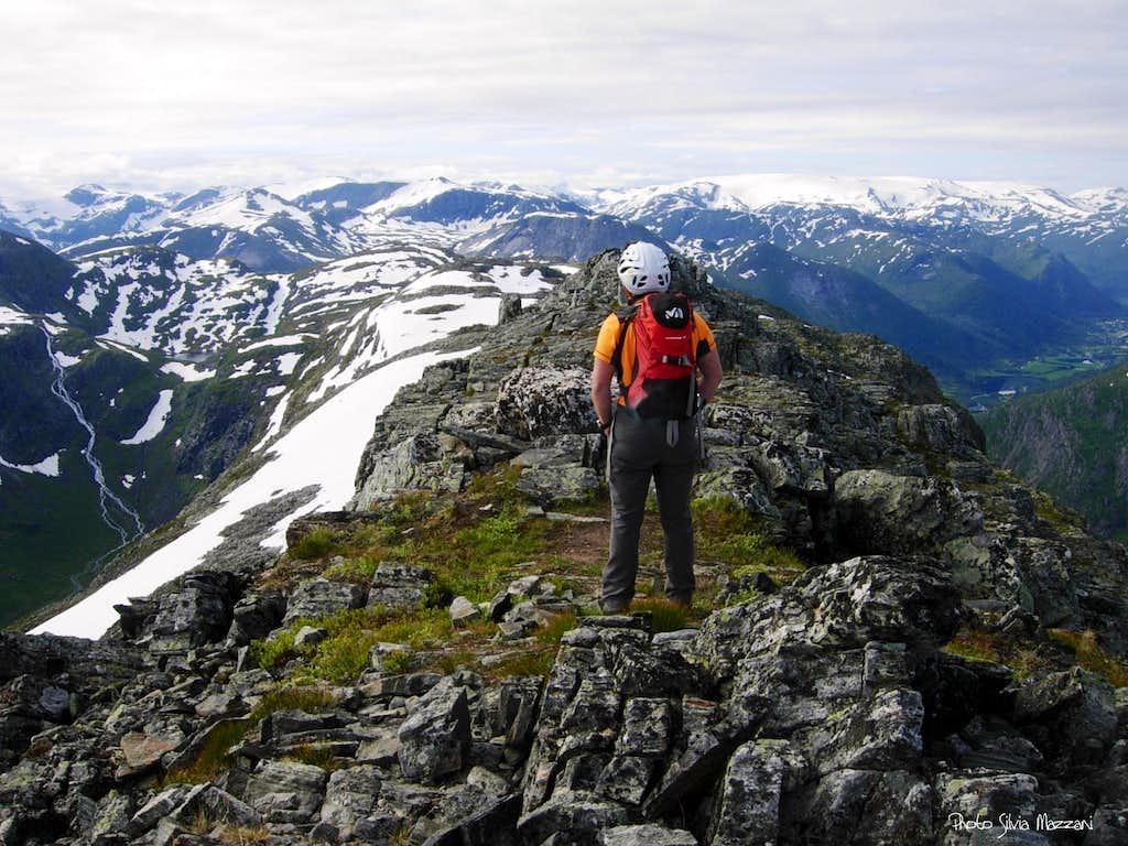 Eggjenibba summit view