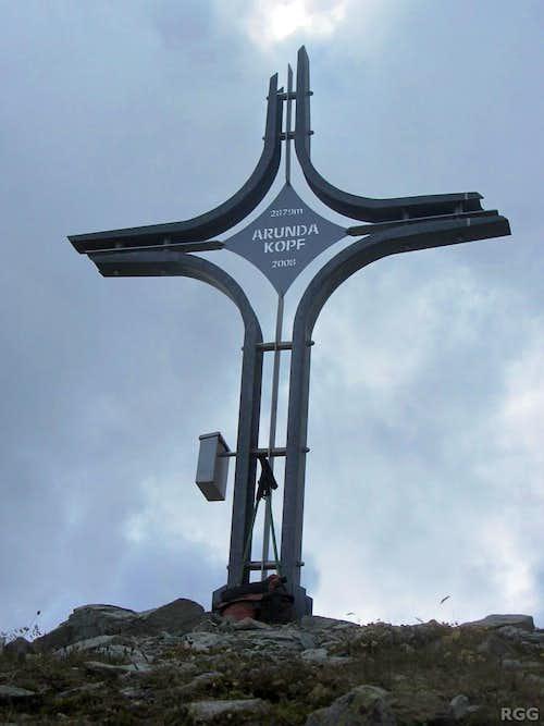 The modern Arundakopf summit cross