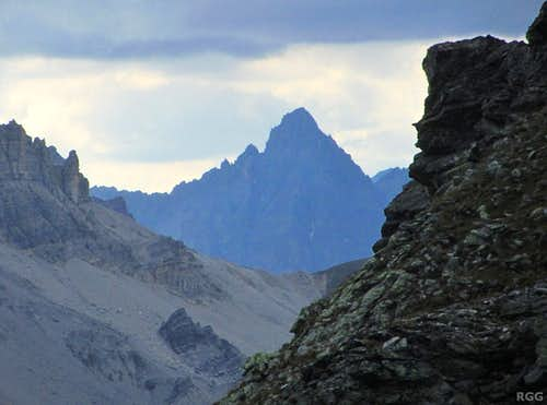 Zooming in on Piz Plavna Dadaint (3167m) from Guardaskopf