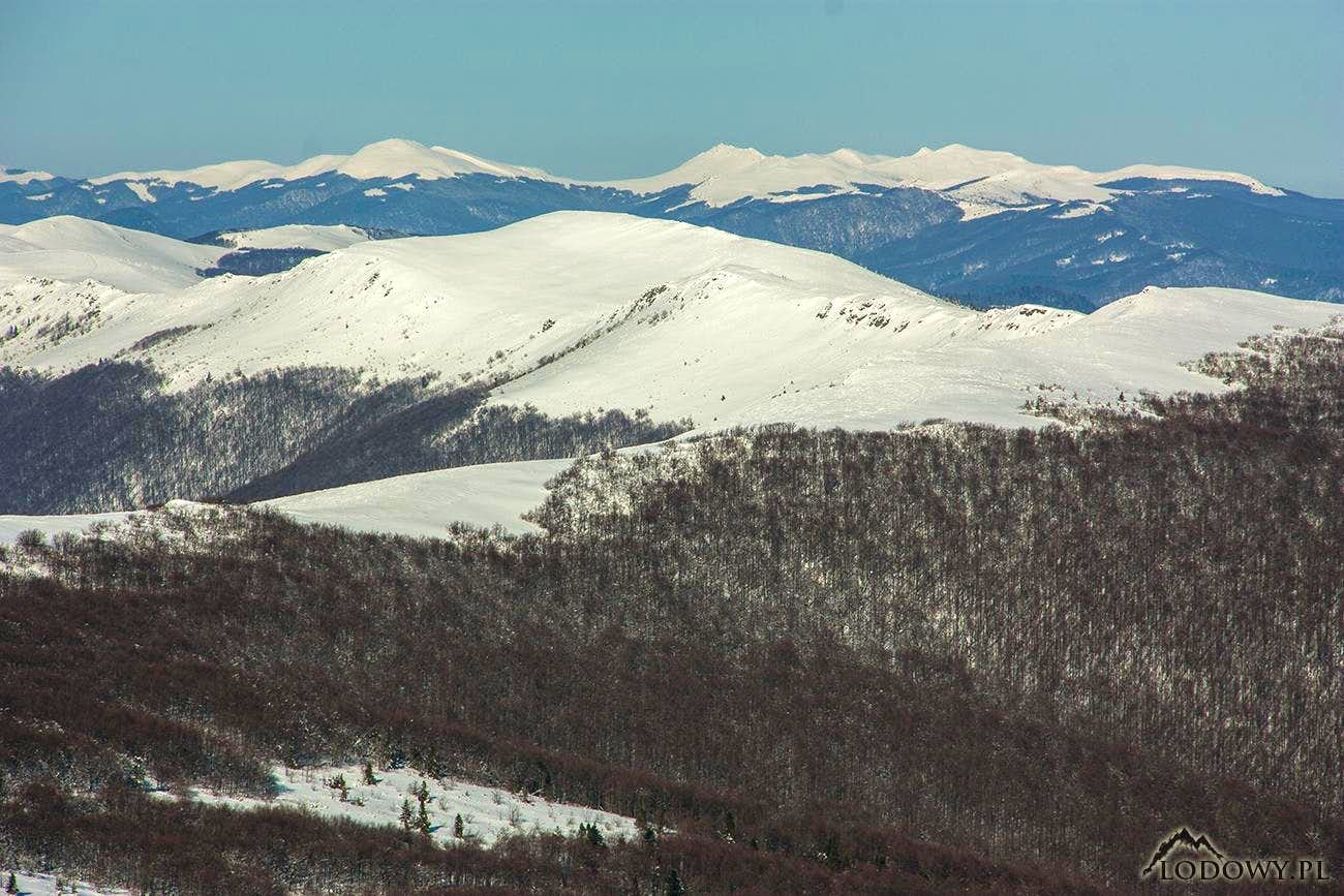 Carpathian winter horizons from Mount Pikui