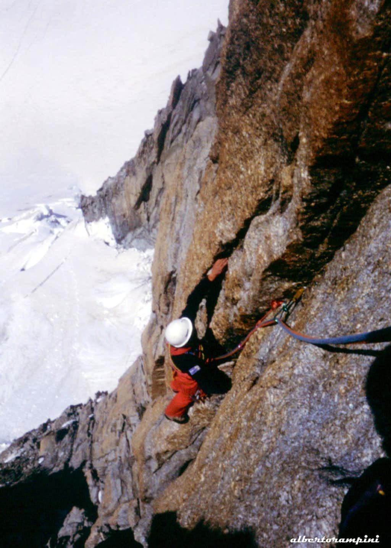 Reddish cracks on Piler Tre Punte, route Mellano-Perego