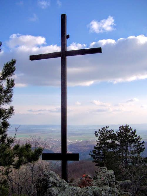 Lapjak summit cross