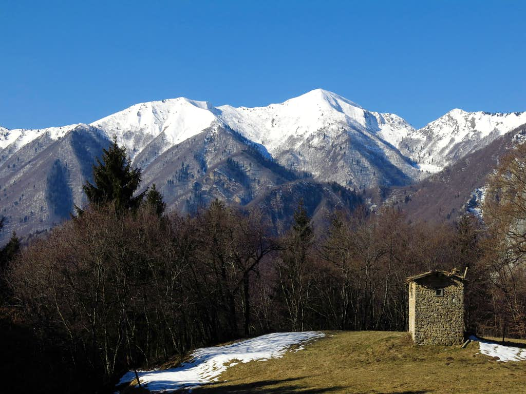 Cima Sclapa and Cima Parì seen from the start of the route
