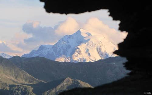 Zooming in on Ortler, from the Tellakopf E ridge