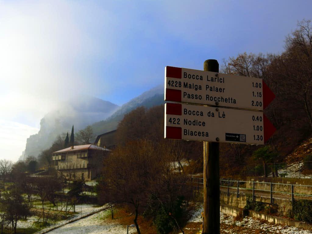 Monte Guil, route signpost in Pregasina