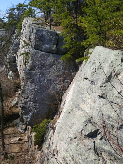 Crescent Rock (Raven Rocks)-- 5.5-5.12d