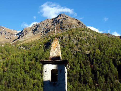 Valgris ... Bonne Chapel below Becca de 4 Dents 2015