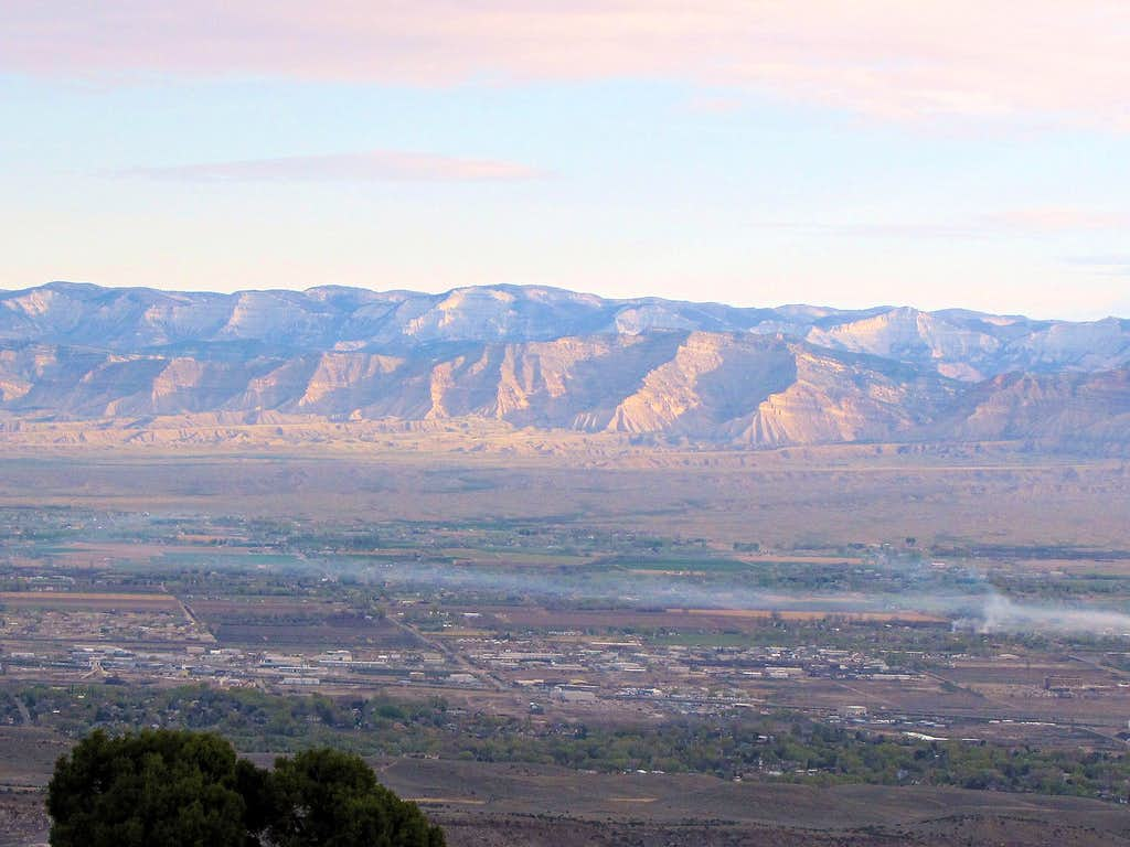 Book Cliffs and the city of Grand Junction