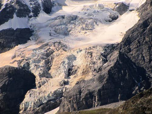 Zooming in on the icefall at the base of the Königsspitze northeast face